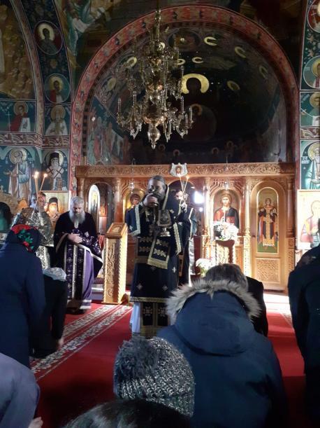 """PS Părinte Nichifor Botoșăneanul la Biserica """"Sfântul Apostol Andrei şi Sfântul Ierarh Nectarie"""" din curtea Spitalului de Copii Botoşani"""